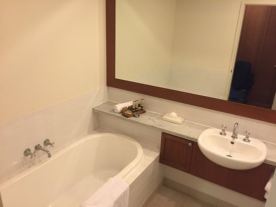 Chirnside Park, Australia: bathroom