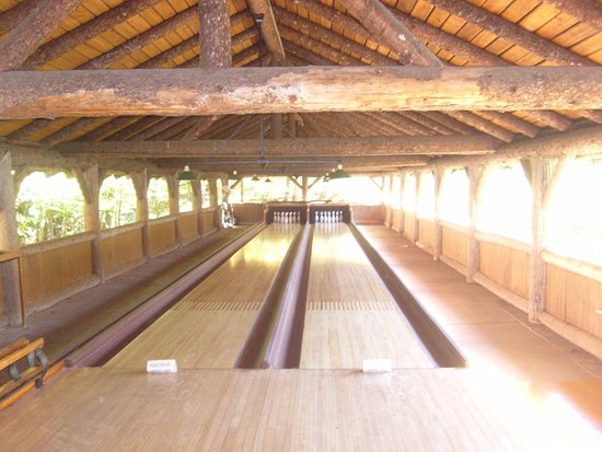 Raquette Lake, Estado de Nueva York: bowling alley--amazing