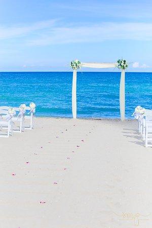 Sunny Isles Beach, FL: Beach ceremony