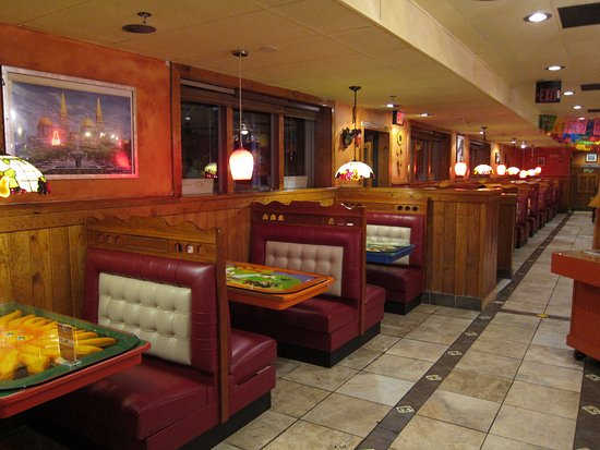 El Rodeo Mexican Restaurant: Booth seating