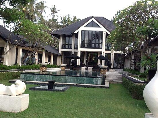 Villa Ylang Ylang: Pool area from beach