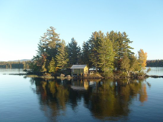 Raquette Lake, Estado de Nueva York: some nice little island along the way