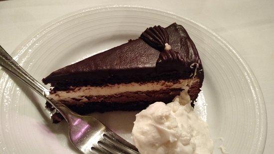 ฟรีพอร์ต, นิวยอร์ก: Tuxedo Cake
