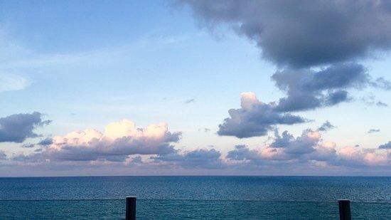 Stunning view, nice beach, quiet neighborhood