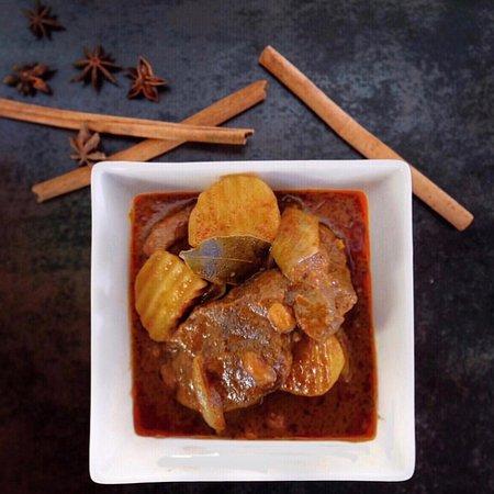 Coolum Beach, Australia: Chunky tender beef Massaman curry