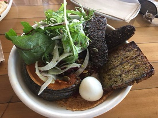 Ewingsdale, Australia: Farm Bowl with additional Black Pudding