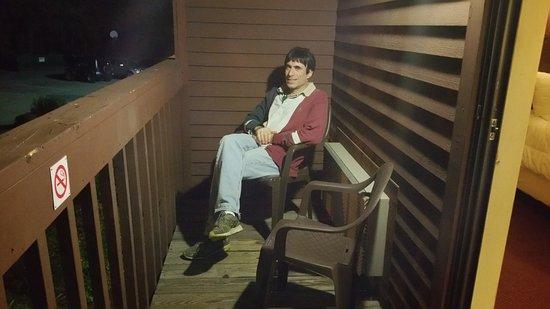 Fireside Inn & Suites at Lake Winnipesaukee: Relaxing on the deck!