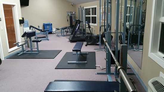 Fireside Inn & Suites at Lake Winnipesaukee: Lots of nice equipment in the fitness area!
