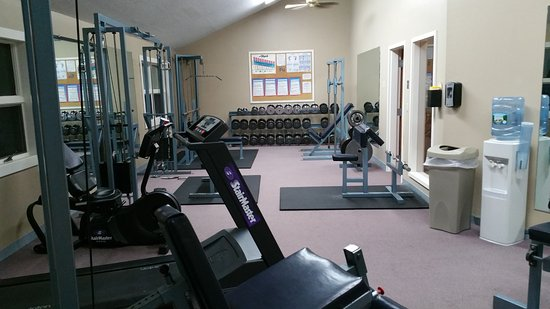 Fireside Inn & Suites at Lake Winnipesaukee: Also had cardio equipment, in addition to the weight equipment!