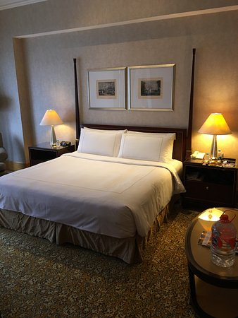 the ritzcarlton jakarta mega kuningan a true kingsize bed with