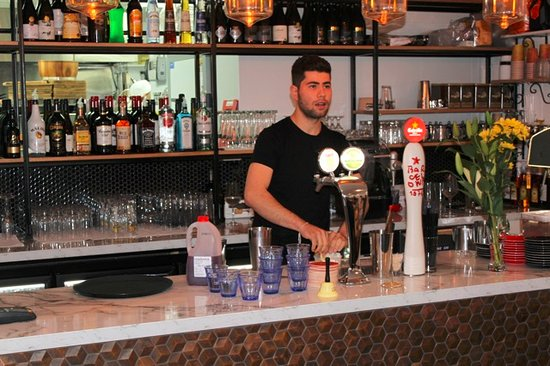 Orewa, Nueva Zelanda: Our bar manager Solomon
