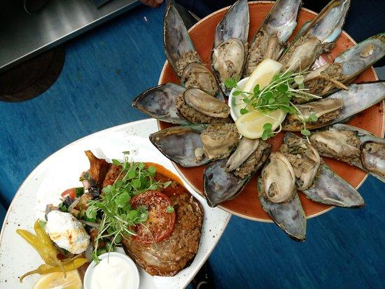 Orewa, Nya Zeeland: Oven Baked Greek Eggplant, and Kaplan's Mussels