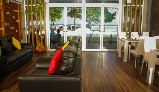 Piculet royal beach updated 2017 lodge reviews price for The family room hulhumale