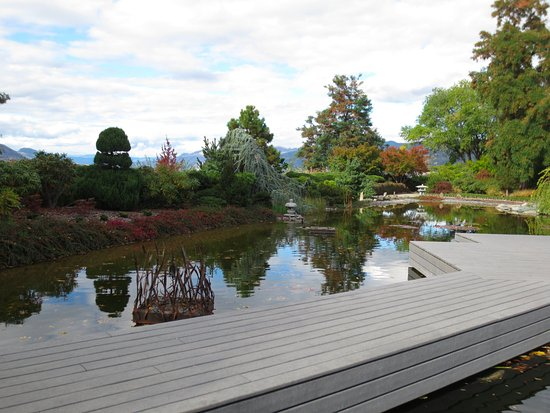 Wooden walkway scenic pond picture of ikeda japanese for Koi pond kelowna