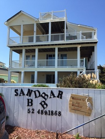 Sandbar Bed & Breakfast: Outside view, from the parking