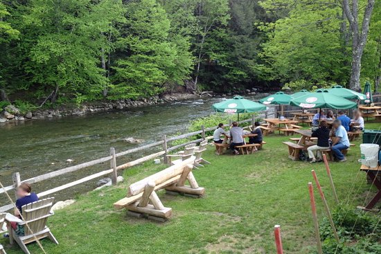Bridgewater Corners, VT: Riverside Dining Area