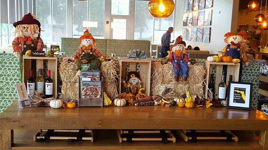 California Pizza Kitchen: Halloween display