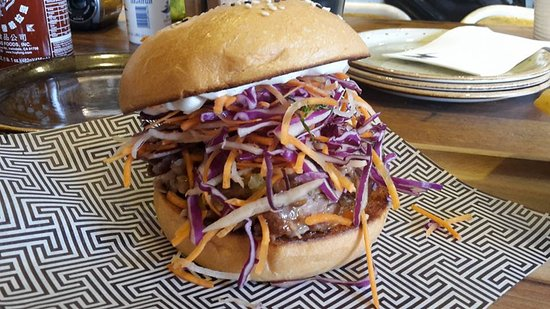 Greater Newcastle, Αυστραλία: The Apollo Burger (pulled lamb and aegan slaw)