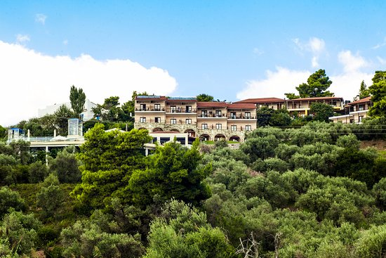 La Luna Hotel: The view from Troulos Beach