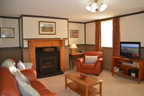 Apartments At York Mansions: Gamekeeper Lounge Room