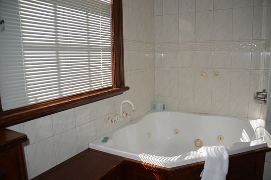 Apartments At York Mansions: Duchess Bathroom
