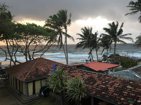 Sri Gemunu Beach Resort: photo1.jpg