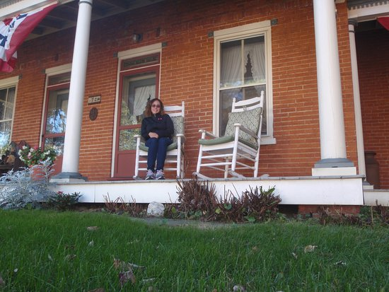Blue Rock Bed and Breakfast: I loved to sit out on the rocking chair
