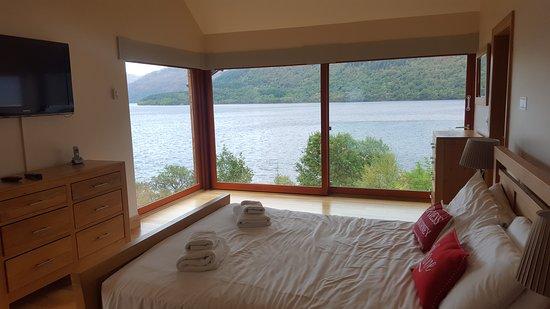 Arden, UK: Master bedroom in Hollybank House