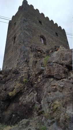 Dongione castle of motta sant 39 anastasia italy updated for Motta arredi catania