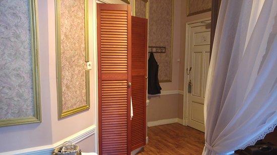 Das zimmer mit blick richtung badezimmert r bild fr n for Zimmer mit blick