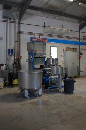 Maussane-les-Alpilles, Frankrike: machine servant à la fabrication