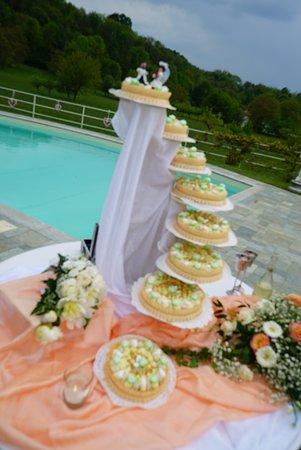 Cuvio, إيطاليا: La speciale torta ai Brutti e Buoni