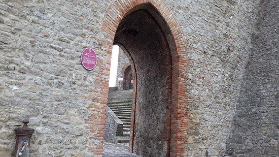 Montefiore Conca, Italie : La seconda porta di accesso al castello