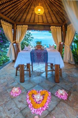 Munduk Moding Plantation: Romantic Dinner set up at our Bale Bengong