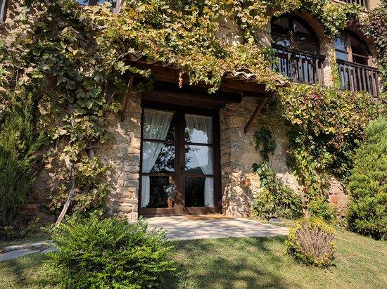 Borreda, สเปน: Vista desde el jardín delantero