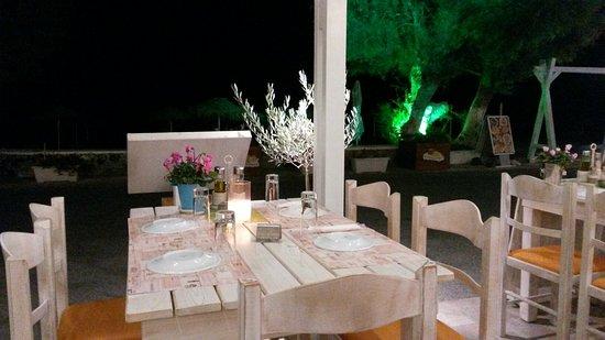Aqua Beach Restaurant: υπεροχες ελληνικες γεύσεις και αρώματα. .γρήγορη  εξυπηρέτηση. .καλες τιμες..μεγάλες  μεριδες  .