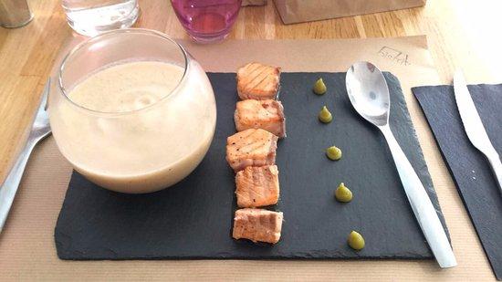 Bistrit : Tataki saumon et son velouté de choux fleurs