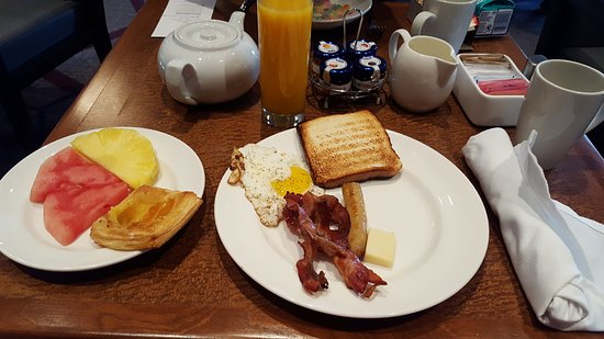Sheraton Toronto Airport Hotel & Conference Centre: Breakfast