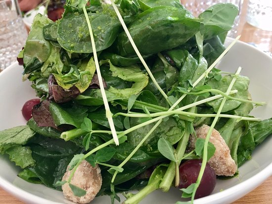 Halfmoon Bay, Kanada: Even the simple salad is special