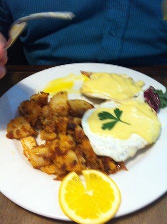 Massey, Canada: Eggs benny