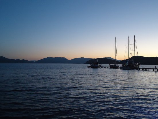 Sogut, Turkije: A view from the jetty at dusk