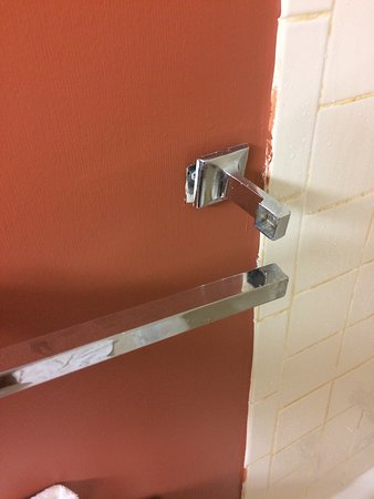 Days Inn Myrtle Beach : Blood on wall, lock caulked won't reach, shower curtain scotch taped together, broken towel rack