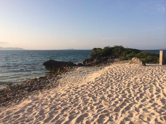Kuro-shima Taketomi-cho, Japan: 夕暮れの西の浜。