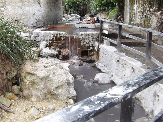 Bay Gardens Beach Resort: Definitely visit the live volcano's hot spring! Awesome mud treatment at the spring!