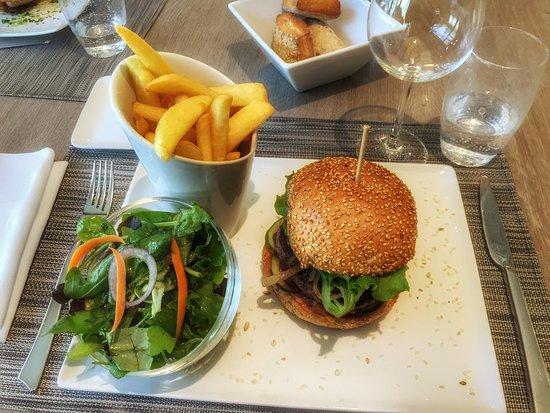 Ostwald, Francia: Burger au bleu, frites et salade