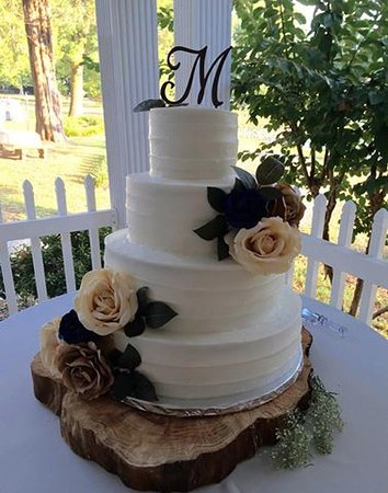 Rutherfordton, NC: Wedding Cake at Green River Plantation