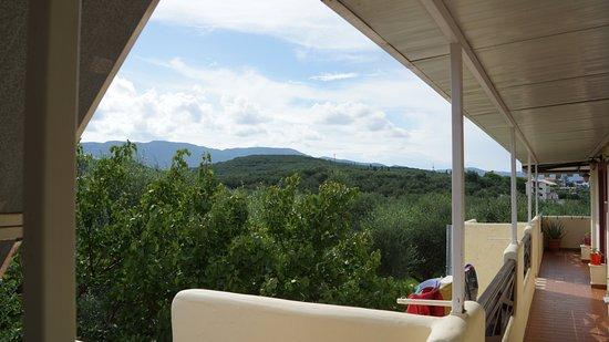 Ammoudi, Grecia: Вид из номера с другой стороны)))