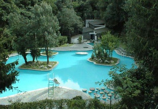 Montseny, España: iIl moderno, piscina del pueblo