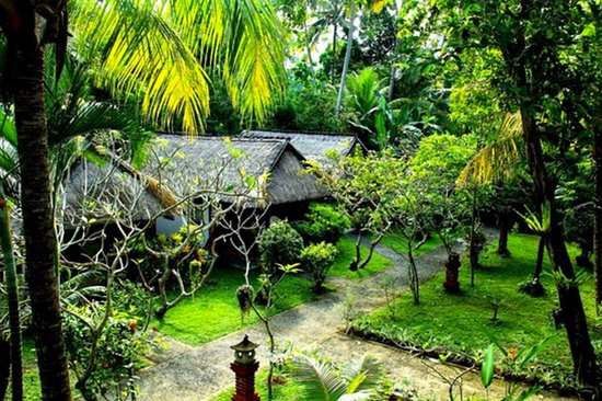 Anom Beach Inn Bungalows: Private bungalows in the 3,000 sm tropical garden of ABH.
