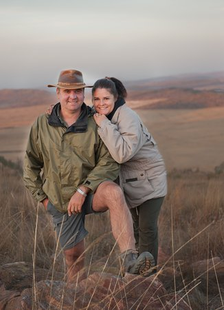 Welgevonden Game Reserve, Sudáfrica: Your hosts at Izingwe:  Angus and Marion Frew